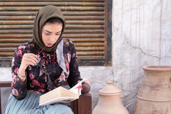 abaya-book-girl-1223345